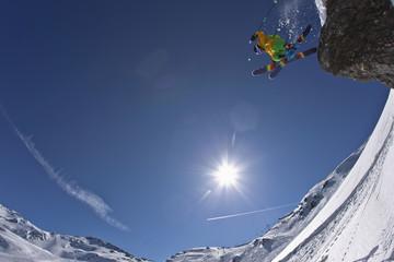 Österreich, Nord-Tirol, Mann Skispringen