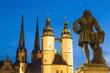 Deutschland, Halle, Marktplatz mit Marktkirche und Händel -Denkmal in der Abenddämmerung
