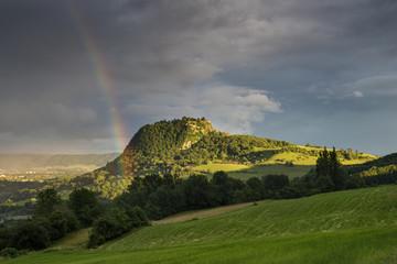 Deutschland, Baden Württemberg, Konstanz, Ansicht der Hegau -Landschaft mit Regenbogen