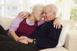 Deutschland, Düsseldorf, Senioren Paar verlieben