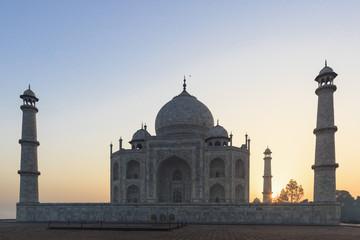 Indien, Uttar Pradesh, Agra, Ansicht der Taj Mahal bei Sonnenaufgang