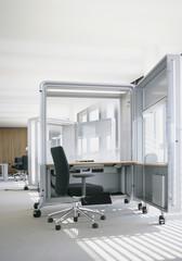 Deutschland, Büro mit beweglichen Trennwänden