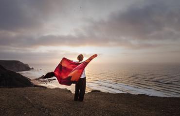 Portugal, Mann auf der Klippe von Sagres