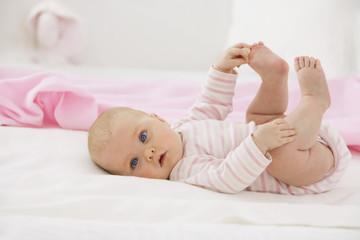 Baby, auf Babydecke Halten Fuß