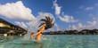 Malediven, Junge Frau spritzen, nasses Haar