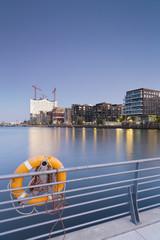 Deutschland, Hamburg, Hafencity, Grasbrook Hafen mit Elbphilharmonie und Dalmannkai