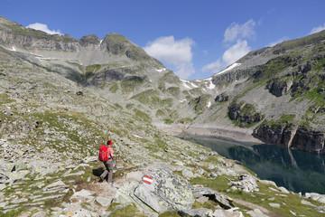 Österreich, Kärnten, Obervellach, Hohe Tauern, Reisseckgruppe, Kleiner Muehldorfer See, Wanderer