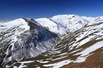 La Cabrera, Montes Aquilianos. León. Montañas nevadas.