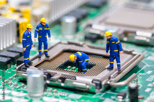Leinwanddruck Bild Group of construction workers repairing CPU