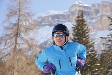 Frau beim Skilaufen