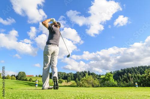 Fotobehang Golf schwungvoller Abschlag
