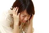 悲嘆する女性