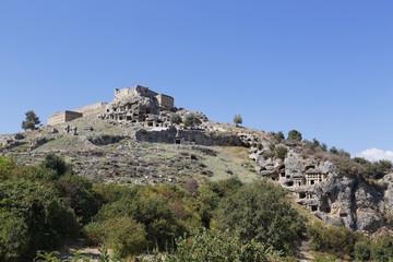 Türkei, Lykien, Alte Stadt Tlos, Akropolis mit Festung und lykischen Felsengräber