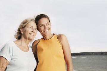 Spanien, Frauen am Strand bei Palma de Mallorca