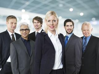 Portrait von Geschäftsleuten und Frau