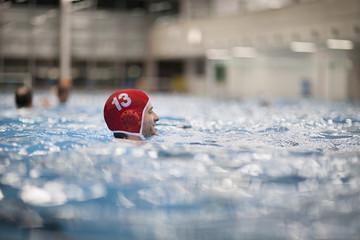 Wasserballspieler in Wasser
