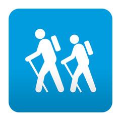 Etiqueta tipo app azul simbolo senderismo