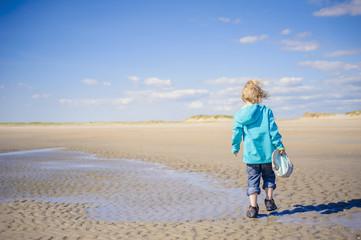 Dänemark, Römö, Junge, spazieren an der Nordsee