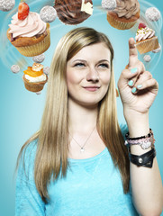 Teenager-Mädchen mit fliegenden Cupcakes um ihren Kopf, Composite