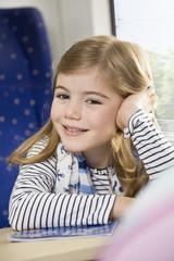 Mädchen in einem Zug