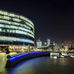 UK, London, Blick zum Rathaus und Wolkenkratzern The Pint und Leadenhall Building