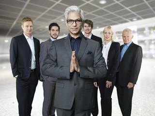 Gruppe von sechs erfolgreiche Geschäftspartner