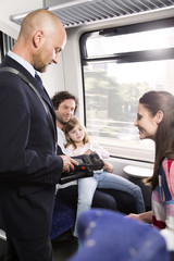 Deutschland, Brandenburg, Zugbegleitung prüfen Familienticket