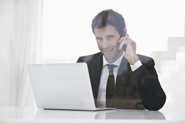 Spanien, Unternehmer sprechen über Handy