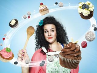 Lächelnde junge Frau, schauen auf fliegende Tasse Kuchen, Composite