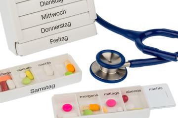 Tablettenspender und Stethoskop
