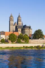 Deutschland, Magdeburg, Stadtansicht mit Elbe und Dom Fuerstenwall