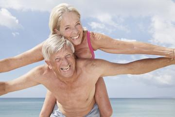 Spanien, Mallorca, Senioren Paar am Strand