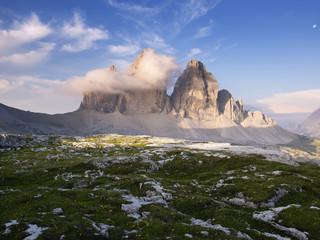 Italien, Ansicht der Drei Zinnen bei Sonnenaufgang