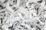 Papierschnitzel Nahaufnahme - 62728141