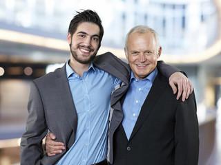 Portrait von zwei lächelnden Business-Männer