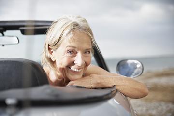 Spanien, Seniorin im Cabrio