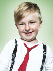 Porträt der lächelnden kleinen Jungen, studio shot