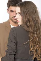 Junges Paar vor weißem Hintergrund