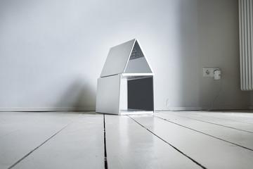 Laptop -Haus auf Holzboden