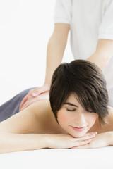 Deutschland, München, junge Frau, die Massage von Mann