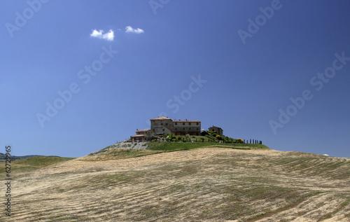 Italien, Toskana, in der Nähe von Volterra, Ansicht der Landschaft und Häuser