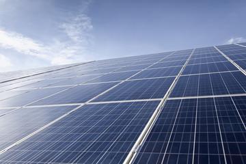Deutschland, NRW, Sonnenkollektoren an Solarenergieparkin der Nähe von Saerbeck