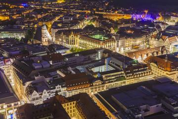 Deutschland, Leipzig, Stadtzentrum in der Abenddämmerung