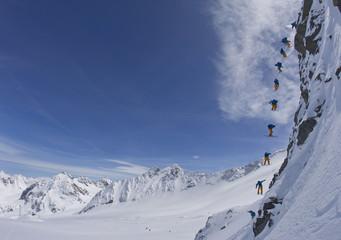 Österreich, Tirol, Mehrfachbelichtung Skifahren Mann