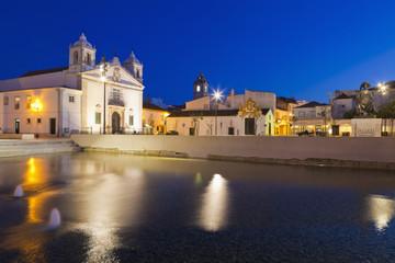 Portugal, Lagos, Blick auf Santa Maria Kirche in der Nacht