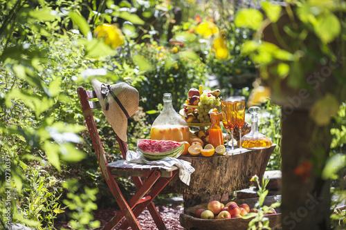 Österreich, Salzburg, Obst und Säfte im Garten