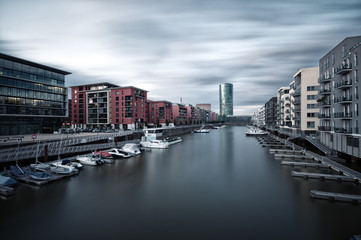 Deutschland, Hessen, Frankfurt am Main, Westhafen -Viertel mit Blick auf Turm