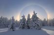Blick auf schneebedeckte Landschaft, Sundog