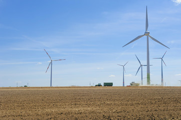 Deutschland, Sachsen, Blick auf Windrad in Windpark