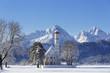 Deutschland, Bayern, Blick auf St. ColoMann Kirche vor Tannheimer Berge